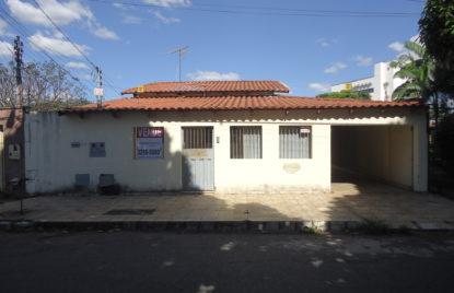 CASA 03 QUARTOS 01 SUÍTE + BARRACÃO 03 QTOS – ST. DOS FUNCIONÁRIOS