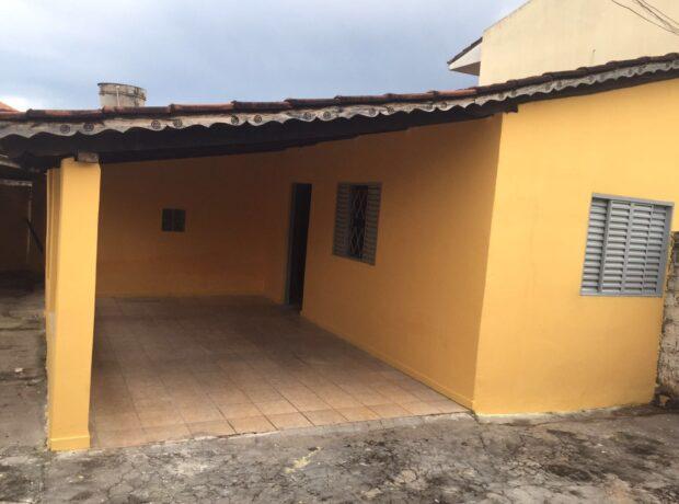 Casa com 02 quartos no setor Serrinha